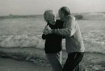 Classical Poses for Grandparents / Capture sweet little moments between grandma & grandpa.