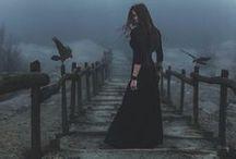Witchy | Strega