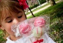 Kids and Cakepops / Kids enjoying the tasty little treats