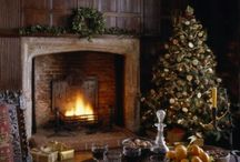 Christmas fireplace / Tante idee per decorare il proprio camino a Natale. Lots of ideas for decorating your fireplace at Christmas .
