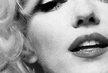 Marilyn Monroe / Marilyn Monroe (1926-1962), la fashionista des années 1940, 50 et 60  Marilyn Monroe, née Norma Jeane Mortenson est née le premier juin 1926 et morte le 5 août 1962 (à 36 ans)  Elle était l'icone de la mode aux U.S.