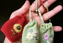 Bags - Crochet / by Sue Dionne