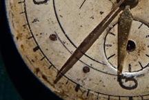 The times / Getijden. Beweging in de ruimte en plaatsbepaling in de tijd. Dit. Nu. Hier. Dit is waar wij zijn.