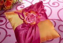 Fedi nuziali e gioielli per il matrimonio / Il gioiello è un accessorio indispensabile per la sposa, la rende più luminosa e raggiante nel giorno delle sue nozze. La protagonista indiscussa del matrimonio è però la fede, un vanto anche per lo sposo. I gioielli per il matrimonio, ma prima di tutto le fedi nuziali, diventano gli elementi simbolo dell'unione e dell'amore tra i due sposini. / by LeMieNozze.it - Matrimonio