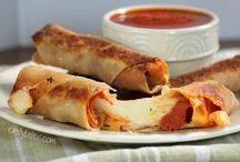 food i need to try / by Christine Jezusko