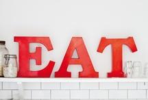 Kitchen & Dining = Köökis elikkäs keittiös ja ruokapöydän ääressä
