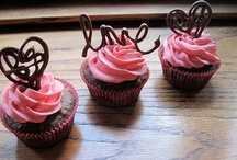 Cupcakes and Cakes / by Rebecca Almeida