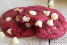 Cookie Recipes / Never suffer the pain of an empty cookie jar again!  Whether you're looking for a new family favorite or wanting to try something new, these cookie recipes are sure to make your mouth water!