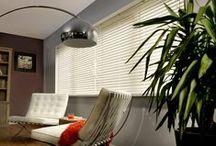 Horizontale Jaloezieën / Horizontale lamellen staan voor pure romantiek. Deze lamellen zijn beschikbaar in verschillende breedtes, kleuren en uitvoeringen. Ze passen bij elke stijl, of u nu gaat voor modern of traditioneel.