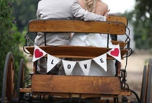 wedding and engagement photo styling / inspiring engagement and wedding photography ideas with attention to backdrops and props