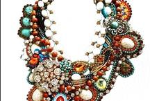 Collane, braccialetti, orecchini / Bracciali, orecchini , pendenti, collane, spille,  di ispirazione o fai da te con ogni materiale.