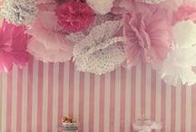 PomPoms and Garlands / Got PomPoms? Kristie Barnett, The Decorologist, shares cute Pomom and Garland ideas. Check out more home decorating ideas on her website, TheDecorologist.com.