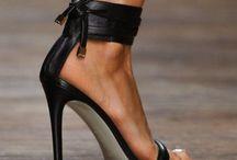 Zapatos / by Karen Uribarri