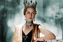 Joyas: Diademas / Considerada símbolo de la autoridad real, la diadema es una pieza de joyería magnífica gracias al trabajo de Masriera, Mellerio, Cartier o Boucheron. / by Úrsula Rábade Gil
