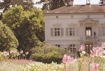 Classic House & Garden