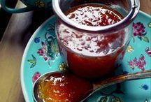 Nel barattolo (Italian preserves recipes) / Ricette per semplici e deliziose marmellate e conserve fatte in casa. Marmellate, confetture, marmellate salate, conserve in salamoia e olio. Idee nel barattolo.