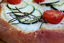 FoF Focaccia, Pizza, Calzone / Pizza, focaccia and calzone from around the world. Easy homemade Italian pizza recipes. Ideas for oven baked pizza and stuffed focaccia and calzone.