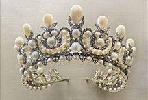 Legendary Jewels & Gems / Jewelry and gemstones that break the mold.