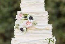 Cake Flowers / www.lushfloraldesgnpdx.com Serving Portland, Oregon and Vancouver, Washington. Wedding and Event floral design. Wedding bouquets, centerpieces, ceremony floral, Cake floral, Boutonnieres', Altar floral, corsages, aisle petals. Contact us at www.lushfloraldesignpdx.com