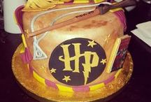 Harry Potter Cake Ideas / Golden Snitch, Harry, Ron, Herminone, Hedwig, magic, spells, sorting hat, wand, scarf, mandrake, Hogwarts, Dobby