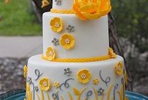 Floral Wedding Cake Ideas / Traditional cake, flowers, bouquet, roses