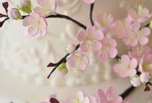 Sugar Flower Cake Ideas / Icing flowers, sugar flowers, flower spray, wedding, birthday, floral