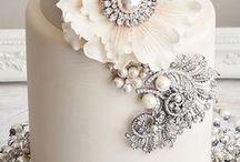 Diamonds & Pearls Wedding Cakes / Diamonds, Pearls, Wedding, Cakes, Glitter, Glamour, Gems, Dragees,