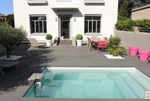 Piscines XS / Le condensé de la piscine: esthétisme, convivialité, gestion des contraintes d'installation. Le savoir-faire Piscinelle s'exprime parfaitement dans ces petits espaces.