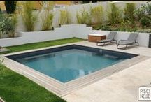 Reportage photo : une piscine carrée à Aubagne / Découvrez cette magnifique piscine réalisée par Piscinelle dans les Bouches-du-Rhône à Aubagne.
