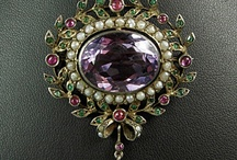 Jewelry / What can I say... fill my jewelry box with baubles! / by Leslie Saari
