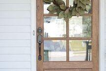Portes et fenêtres magnifiques / Il suffit de regarder quelque chose très longtemps pour qu'une porte s'ouvre et nous absorbe...
