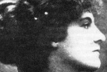 women of artisans, artists and literati