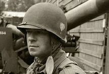 Des portraits et des guerres / Portraits de guerre durant les deux conflits mondiaux qu'a connu le XXe siècle, portraits connus ou inconnus, de toutes les nations.