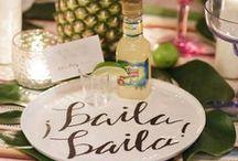 Tropiikkihäät - hääteema / Tropical wedding theme / Karibialainen salsa ja kuubalainen rommi rytmittävät tropiikkihäiden visuaalista maailmaa. Lue lisää Häät-lehdestä 1/2016, Lehtipisteissä 9.2.2016 #TropiikkiHäät #drinkkibaari