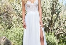 Hääpuku: Valkoinen kreivitär / Valkoinen Kreivitär on juhlapukuliike Porvoon sydämessä. Kattava valikoima pitää sisällään satoja malleja, joista varmasti löytyy juuri Sinulle tarkoitettu puku. Sovitettavia pukuja on kymmeniä kaiken aikaa, lisäksi monen valmistajamme koko mallisto on tilattavissa. Ja ellei täydellistä pukua löydy, se voidaan  toteuttaa mittatilaustyönä, jonka toteuttaa osaavat ja kouluttautuneet ompelijamme. Samalla myös iltapuvut, lasten puvut ja miesten pukuvuokraus. Katso lisää www.valkoinenkreivitar.fi