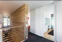Tyylikkäät, selkeät linjat erikoiskorkeilla oviaukoilla / Eclisse Pocket Door -liukuovet ovat erinomainen vaihtoehto korkeiden oviaukkojen välioviratkaisuksi.