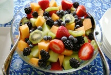 Simple Fruit Salad / In a hurry? Make this fruit salad in about 10 minutes. You can add or subtract different fruit according to your taste and what is in season. http://bestlifeblueprint.bizblueprint.com/healthy-recipies/simple-fruit-salad
