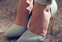 Mint / Menta | si se utiliza con vestuario formal, este color agrega un toque de seriedad-comodidad al mismo. Si se combina con Jeans y zapatillas luce un estilo alegre, jovial y divertido.  / by Sofie