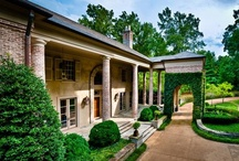 Killer Curb Appeal / From over-the-top landscaping to beautiful entrances, these homes are love at first sight!