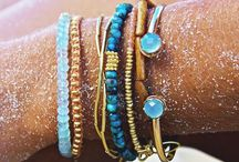 Pulseras, collares y anillos