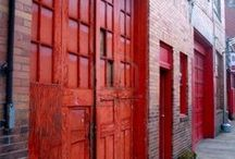 Une porte rouge...