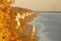 Great River Road / Travel along the Mississippi River.
