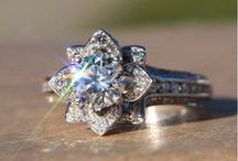 Engagement Rings / by Sienna Searle