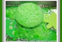 St. Patrick's Day in the Classroom / Need some fun teaching ideas for March?  Head on over and check out these fun kids crafts and science ideas for St. Patrick's Day!