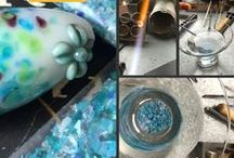Lampworking Tutorials and Tips / A glass bead making treasure trove of free tutorials, tips and advice for Lampworkers. I make sure that the links work and the tutorials are free, no strings attached.