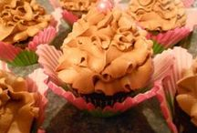 cupcakes / Cupcakes and cakes I have made / by Sherri Hull-Lillis
