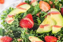 Salad Recipes / by Courtney Kubit