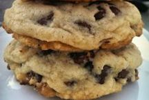 Yummy Cookie Recipes / Mmmmmmmmm!  This is for all you cookie monsters!  Who doesn't love a delicious cookie?