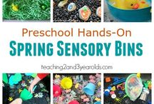 Spring Themed Sensory Bins & Play / Spring themed sensory bins and play for toddlers & preschoolers. | Flower sensory play  | Garden sensory play | Bird nest sensory play | Bug sensory play | Butterfly sensory play