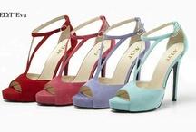 Scarpe & Scarpe  (Condivisa) / Board italiana dedicate alle scarpe: sandali, sabot, slip-on, spuntate, stivali, hunter, tronchetti, francesine, mocassini, sneaker, suede, plateau, ballerine, decoltè, infradito. Siete libere di invitare chi volete, ma niente spam per favore, potete inserire le foto del vostro sito, ma senza esagerare (massimo 3 alla volta) e solo scarpe. Per inviti mail a info(chiocciola)scarpeallamoda.net